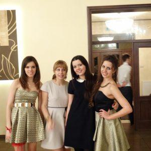 modna-sukienka-na-studniowke-5