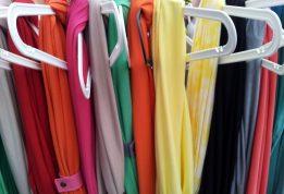 Odzież używana i tania odzież na wagę – znajdź różnicę
